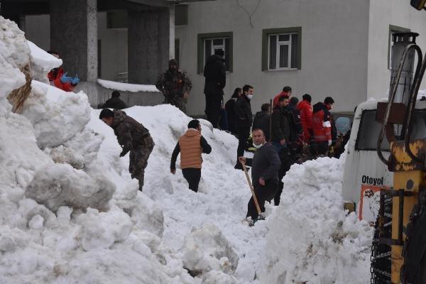 Bitlis'te tonlarca karın altından çıkarılan çocuklar o anları anlattı