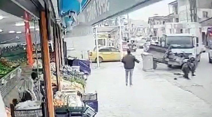 Kamyonun çarptığı pat pat hareket edip markete girdi