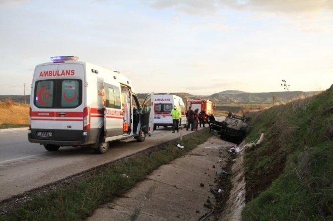 İzmir'den Konya'ya kız istemeye gelirken kaza yaptılar! Araç takla attı