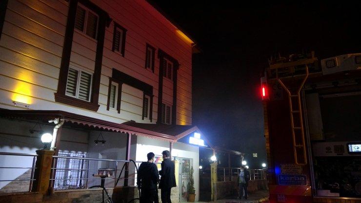 Apart otelde çıkan yangın kısa sürede söndürüldü