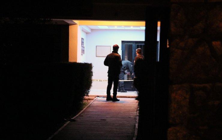 Apartmanın önünde silahlı saldırıya uğradı