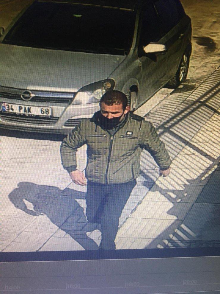 Ev sahibi duştayken eve girip soyan hırsız, tutuklandı