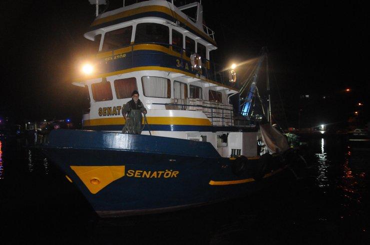 Hamsi avlama yasağı esnetildi, tekneler tonlarca balıkla döndü