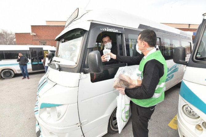 Karatay Belediyesi'nden taksici ve dolmuşçulara hijyen seti