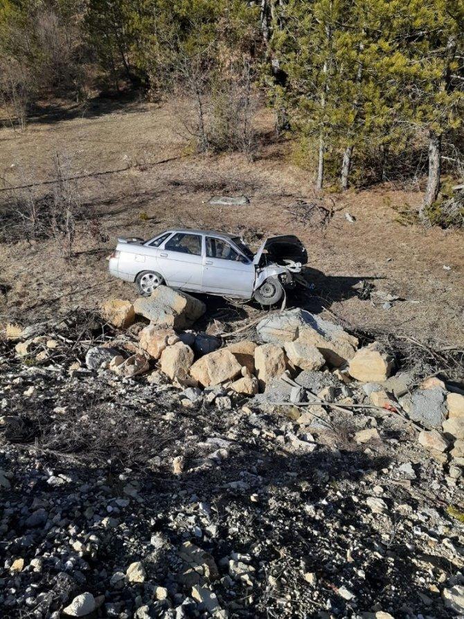 Yoldan çıkan otomobil şarampolde yuvarlandı