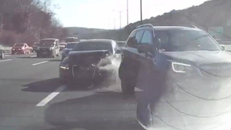 Beykoz'da kaza anı araç kamerasında