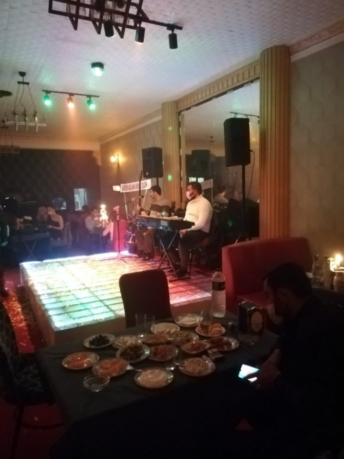 Konya'da ruhsatsız eğlence mekanındaki 56 kişiye işlem yapıldı