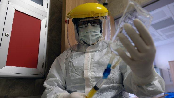 Ayşegül hemşire, koronavirüshastalarının babası gibi ölmemesi için mücadele ediyor