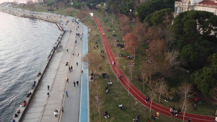 Kısıtlama öncesi Caddebostan'daki kalabalık havadan fotoğraflandı