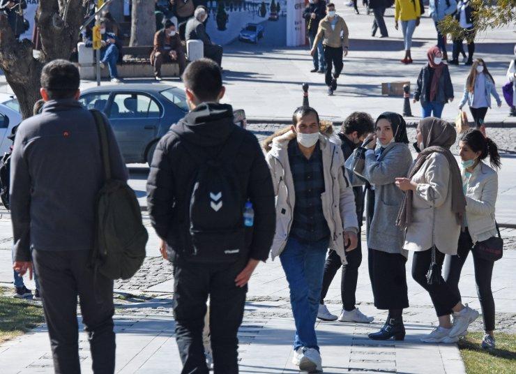 Konya'da sıcak hava koronavirüsü unutturdu