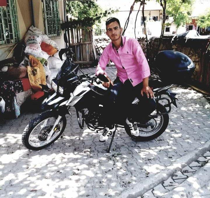 Motosiklet kum yığınına çarptı : 1 ölü, 1 yaralı