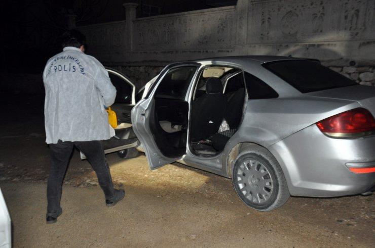 Boşanma aşamasındaki eşi ve iş arkadaşını bıçaklayan koca, yakalandı