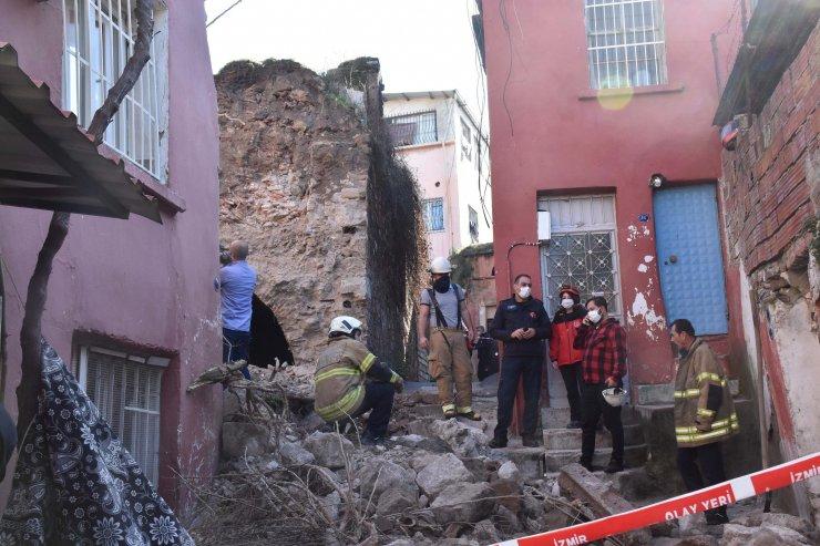 İzmir'de atıl haldeki sinagog bitişikteki evin üzerine yıkıldı: 1 yaralı