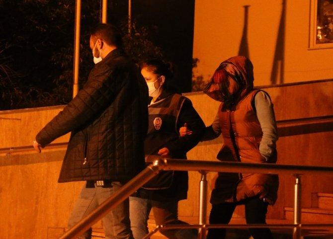 Kızına şiddet uygulayan kadın ve dini nikahlı eşi tutuklandı