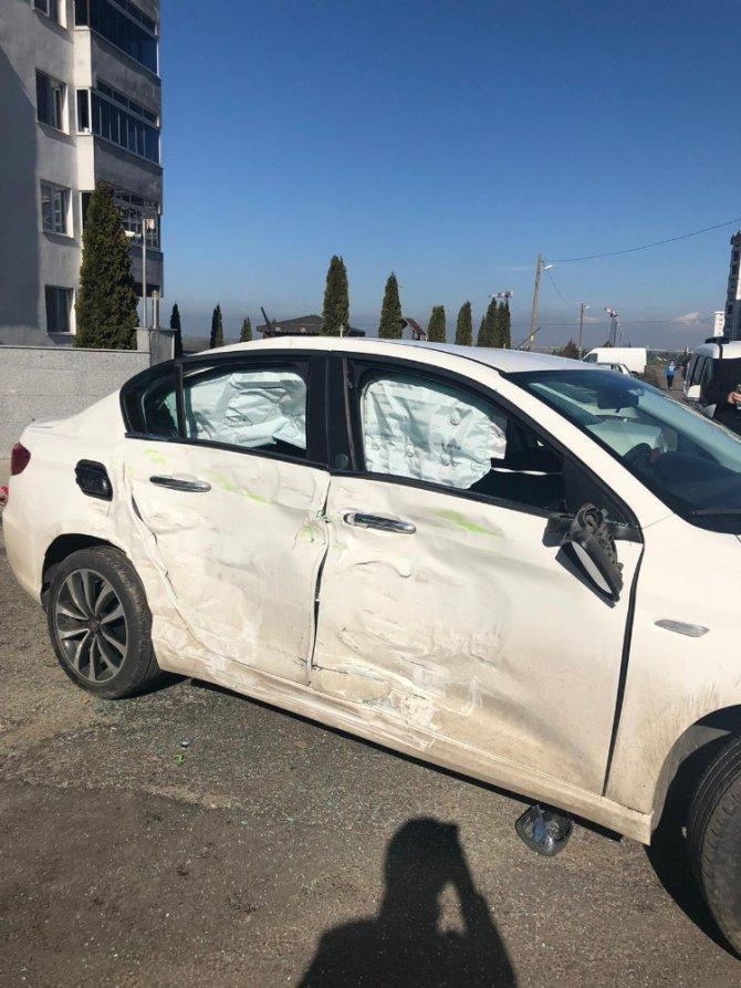 Tekirdağ'da korku dolu kaza kamerada: Yoldan geçen 2 kişiyi metrelerce savurdu