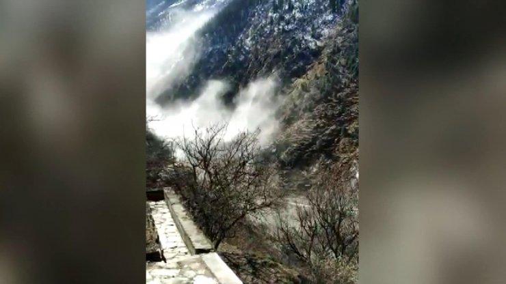Hindistan'da nehre düşen buzul sele neden oldu