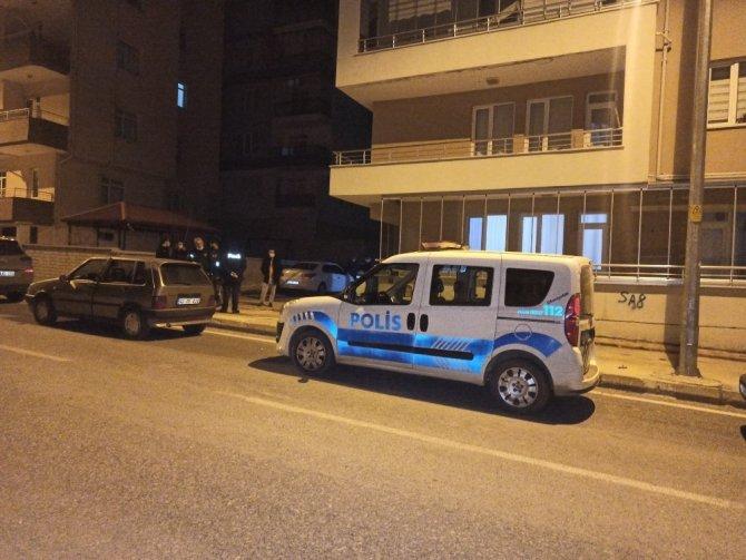Konya'da cezaevinden izinli çıktılar kısıtlamada hırsızlıkta yakalandılar!
