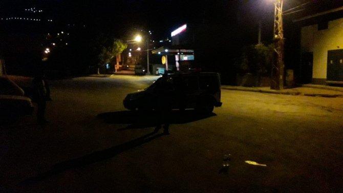 Sokağa çıkma kısıtlamasında yayaya çarpan otomobil sürücüsü kaçtı
