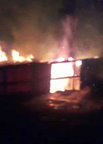 Ardahan'da korkutan yangın: Bir ev küle döndü