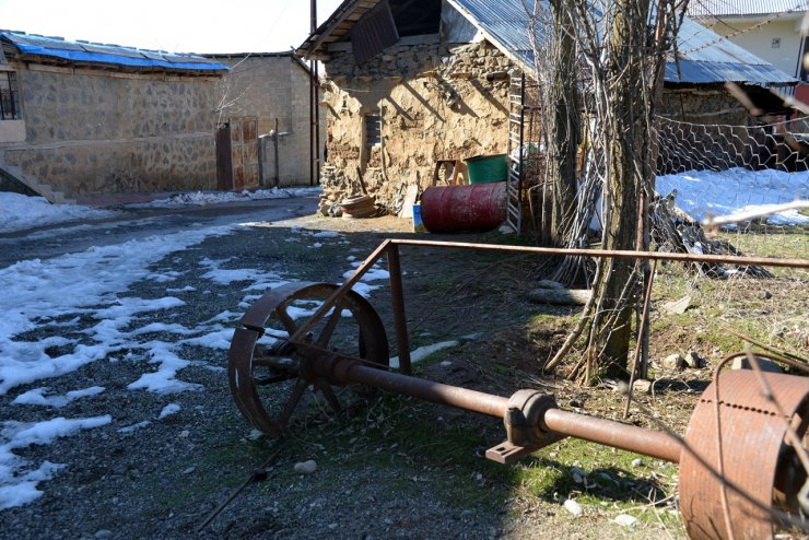 Demirci ustası, 150 yıllık atölyede teknolojiye direniyor