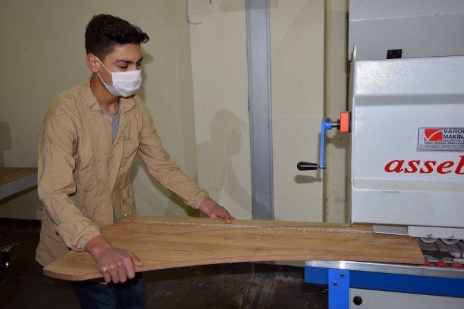 Öğrenciler 10 ton dezenfektan üretti