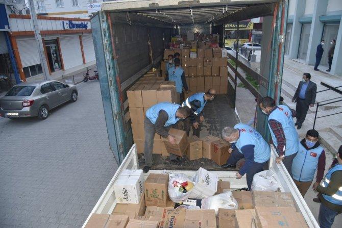 Tarsus'tan İdlib'e 1 tır gıda yardımı