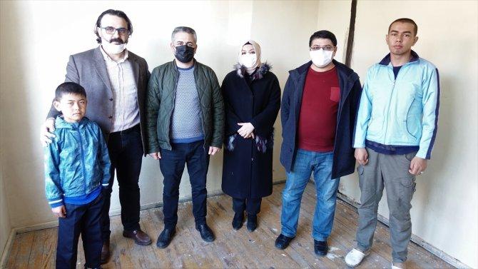 Konya'da dört arkadaş, ihtiyaç sahibi ailelerin yuvasına mutluluk taşıyor