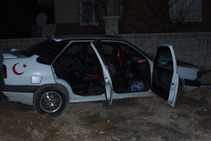 Konya'da evin duvarına çarpan otomobilin sürücüsü can verdi!