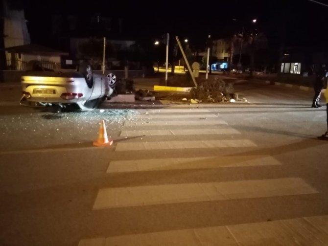 Konya'ya cenazeye gelen otomobil, Antalya'da kaza yaptı!