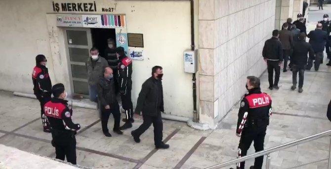 Kumarhaneye çevrilen iş merkezinde 25 kişi suçüstü yakalandı