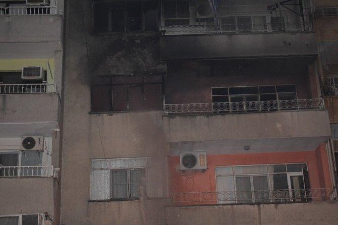 Kömür sobası evi yaktı