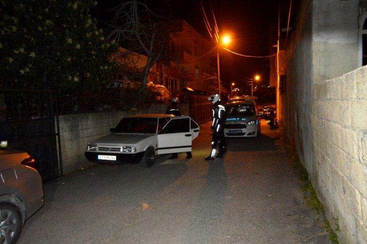 Polisin 'dur' ihtarına uymayan sürücü, otomobili bırakıp, kaçtı