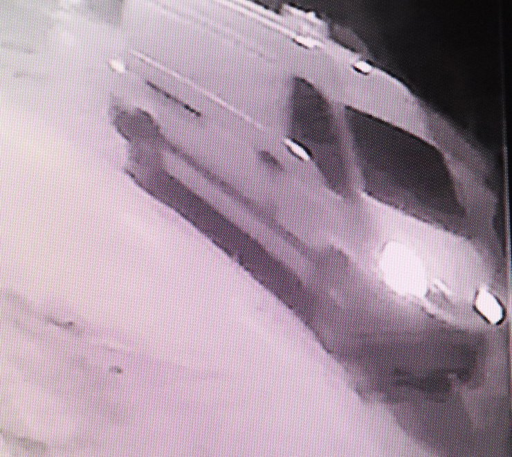 Motosikletli kuryenin minibüs altında 800 metre sürüklenme anı kamerada