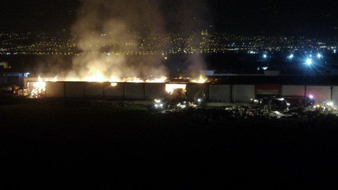Fabrika yangını drone ile görüntülendi