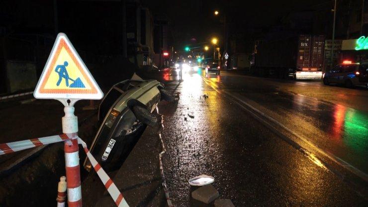 """Boş yolda çukura düşen sürücü, """"Size saygı duyuyorum"""" diyerek polise direndi"""