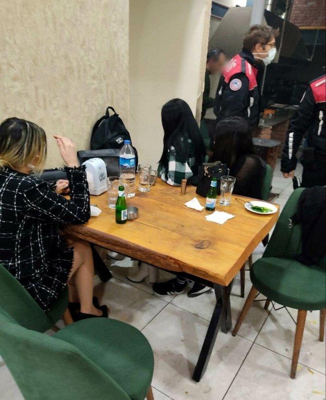 Konya'da eğlence mekanlarına baskın...Çok sayıda kişiye ceza