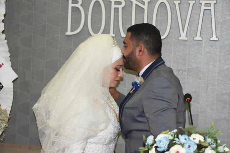 İzmir depreminde 9.5 saat sonra enkazdan çıkan Buse evlendi