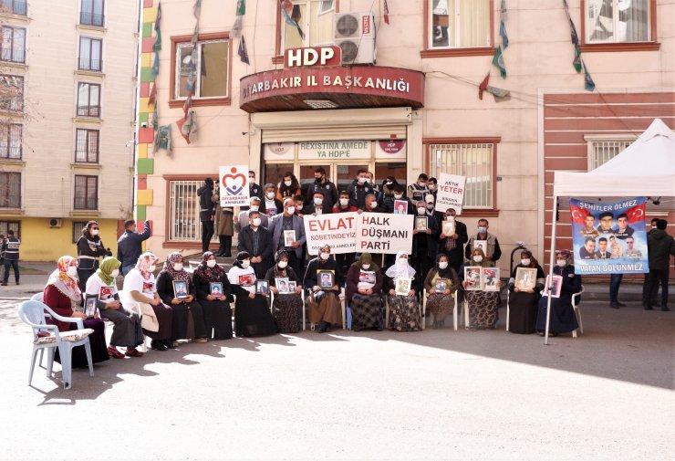Evlat nöbetindeki ailelerden CHP'li Özel'e: Gelişinizi samimi bulmadık