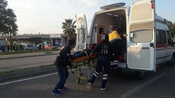 Sokak köpeğine çarpan motosikletli yaralandı; köpek öldü