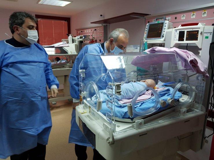 Uçakta bebeğin hayatını kurtaran doktor vekil, 2 hastaya daha müdahale etmiş