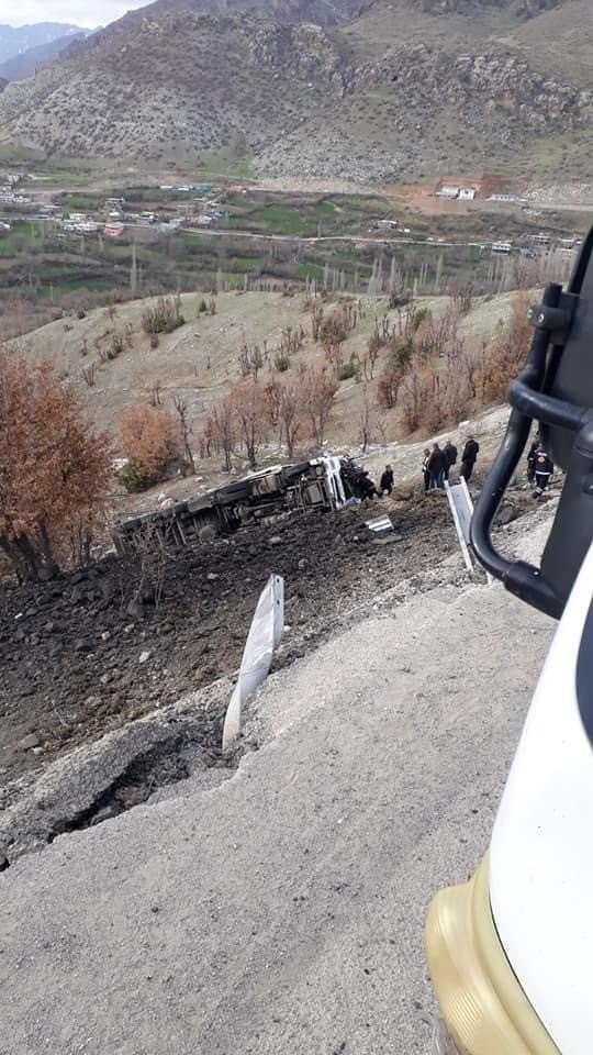 Şırnak'ta kömür yüklü tır şarampole yuvarlandı: 1 yaralı