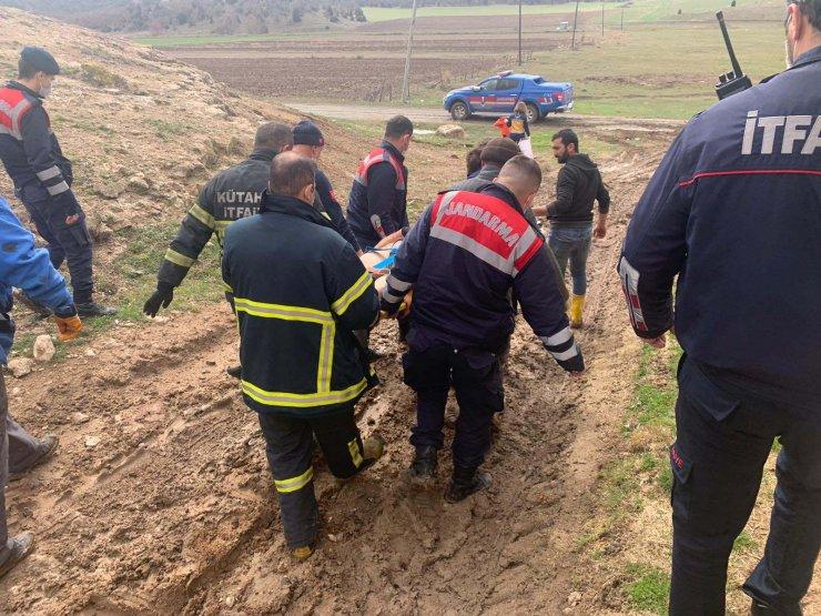 Traktörün şaftına sıkışan çiftçi ağır yaralandı