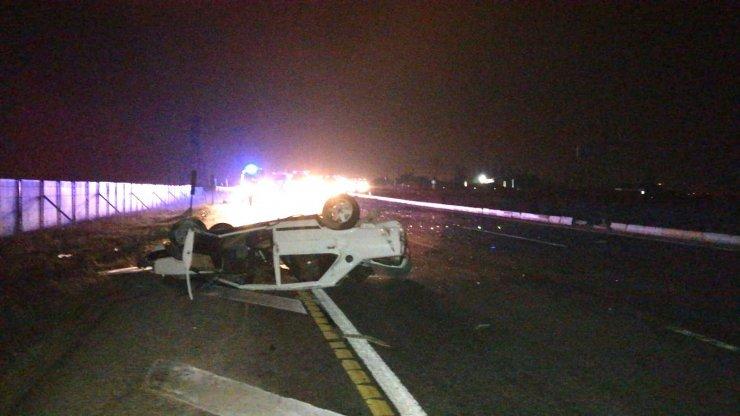 Aşırı hız nedeniyle takla atan otomobilde biri kadın 2 kişi hayatını kaybetti