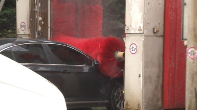 Çamur yağdı: Oto yıkamacıların önünde uzun kuyruklar oluştu
