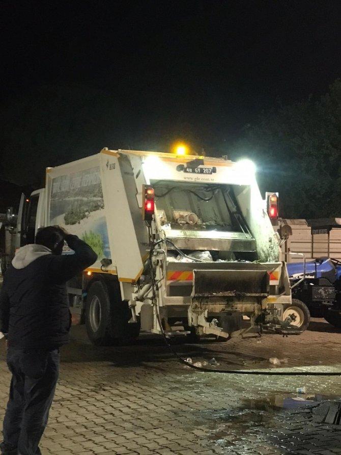 Çöp kamyonunda patlayan madde işçinin yüzünü yaktı