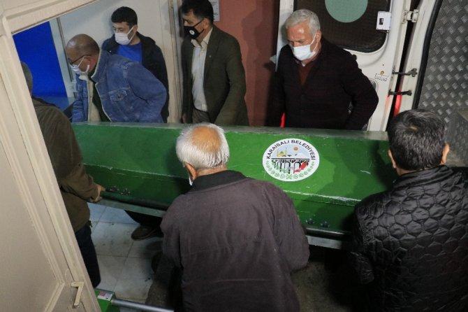 Evlerinde öldürülen çiftin cenazeleri adli tıbba getirildi