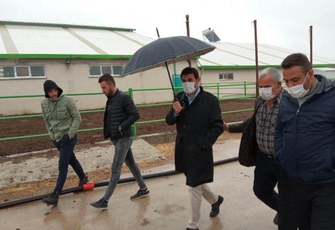 Başkan Çiğdem'den yangında zarar gören besihanede incelemelerde bulundu