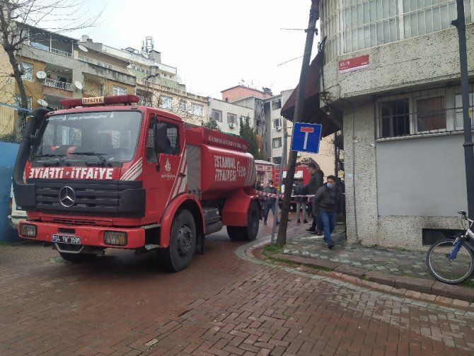 Bodrum katında yangın: 1'i ağır 2 kişi yaralandı