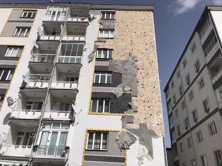 Konya'da fırtına; kerpiç ev yıkıldı, binanın çatısı uçtu