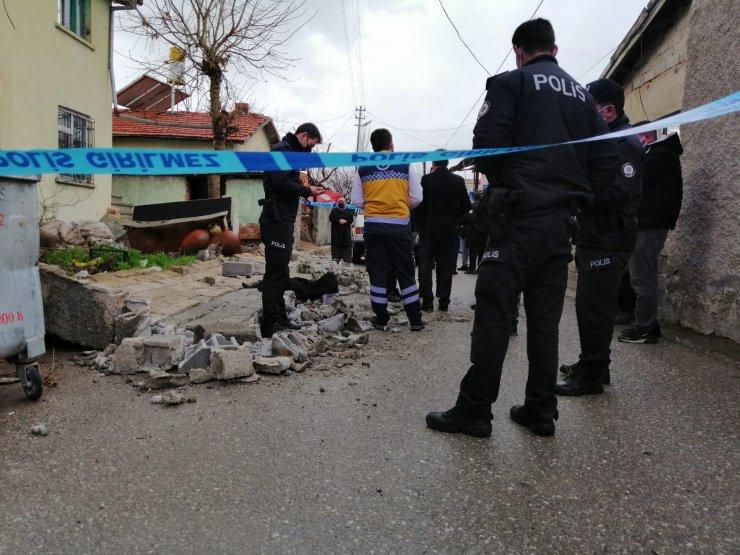 Konya'da talihsiz küçük kız yıkılan bahçe duvarının altında can verdi